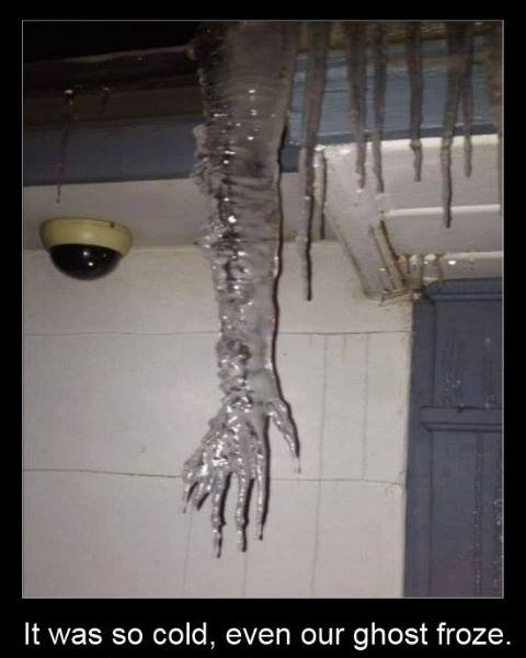 funny-lol-ice-ghost-icicle-froze-horror-humor-joke-snow-photo-pics